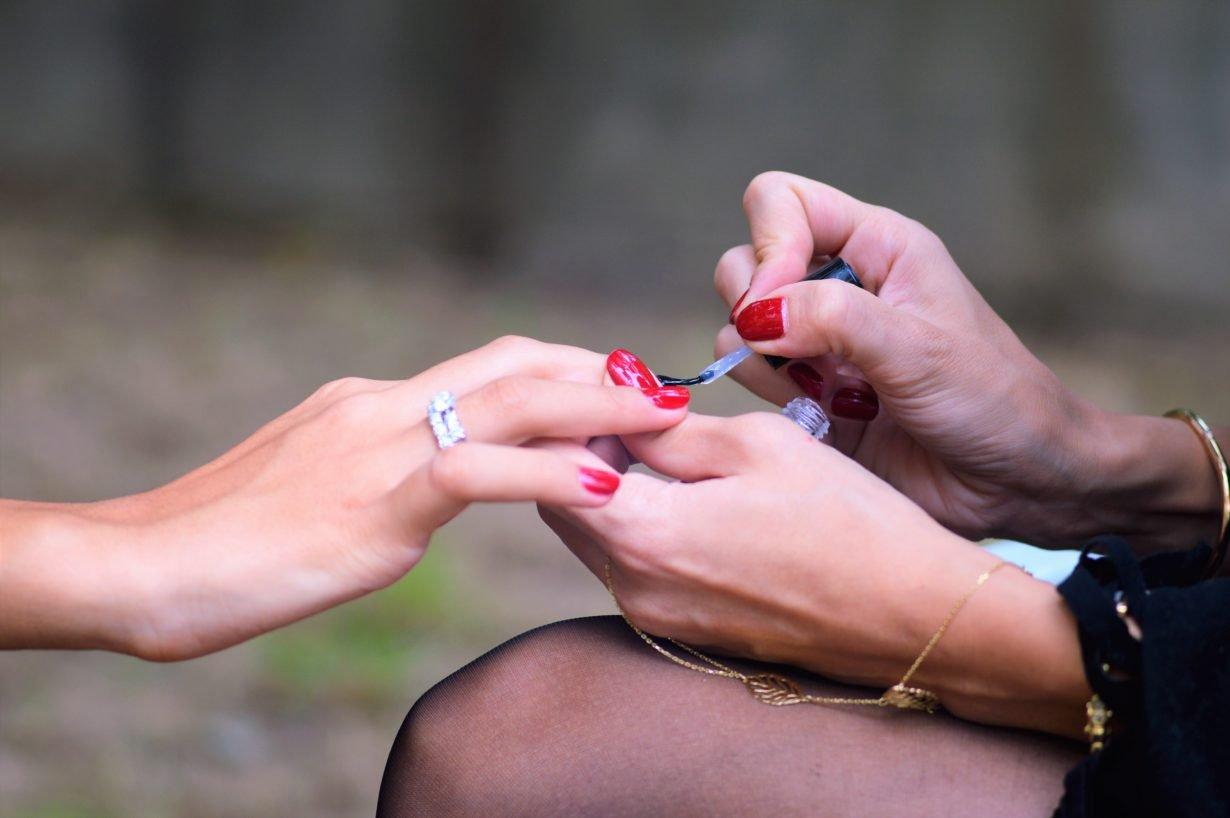 Профилактика инфекций кожи и услуги маникюра и педикюра